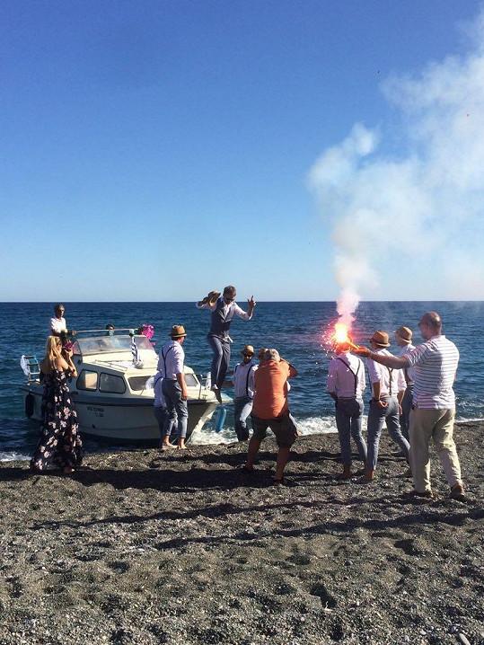 Pepa na obřad přijel lodí.