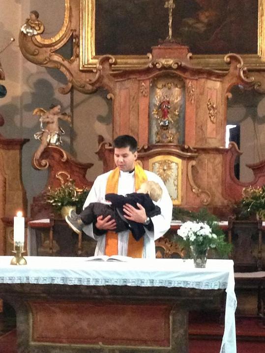 Kryšpína křtil první romský farář v Čechách.