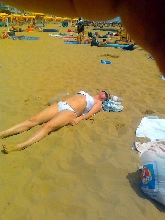 Iveta Bartošová na pláži v Itálii. Prý o sobě vůbec nevěděla!