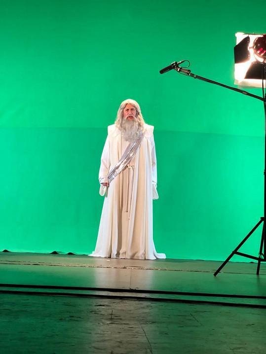 Petr Kostka se jako Bůh objeví v muzikálu Láska nebeská.