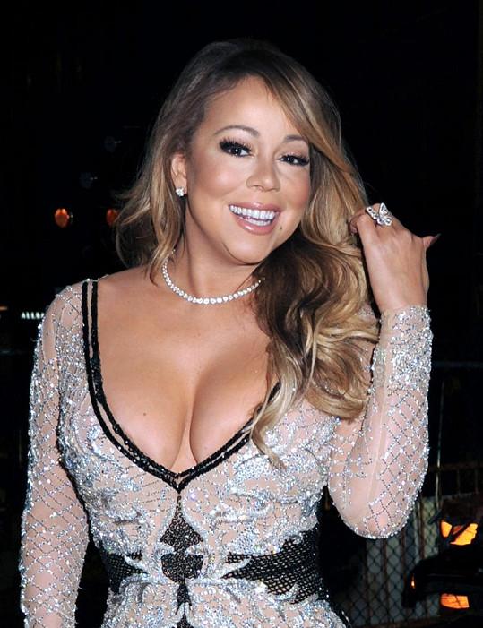 Mariah Carey vsadila na své ženské tvary.