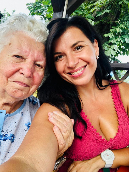 Z nemoci covid-19 se naštěstí vyléčila i její babička Marie.