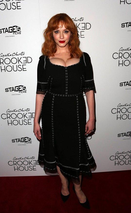 Christina Hendricks na premiéře filmu Crooked House