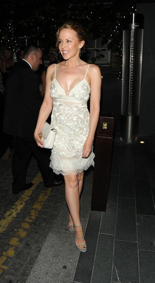 Kylie Minogue nestárne.