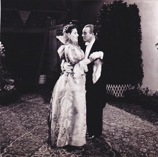 S Oldřichem Novým ve filmu Dívka v modrém (1940)