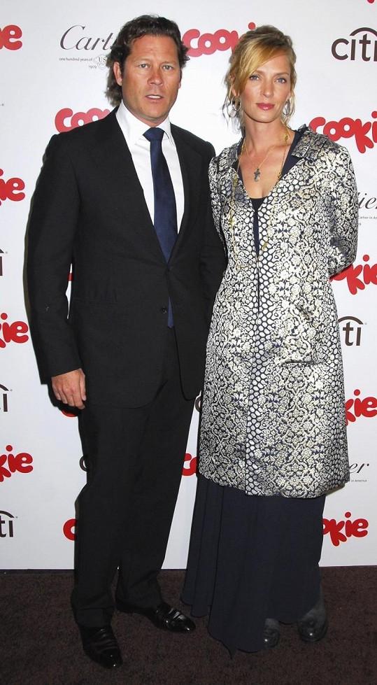 Uma Thurman čeká třetího potomka s britským podnikatelem Arpadem Bussonem.