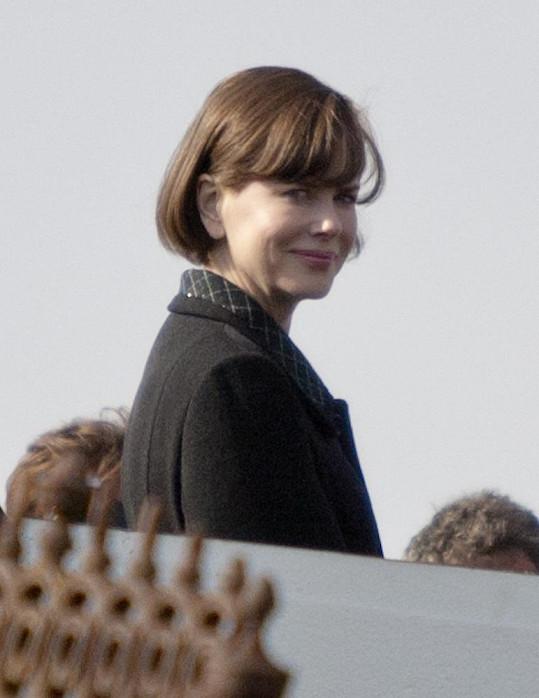 Nicole Kidman v hnědé paruce.