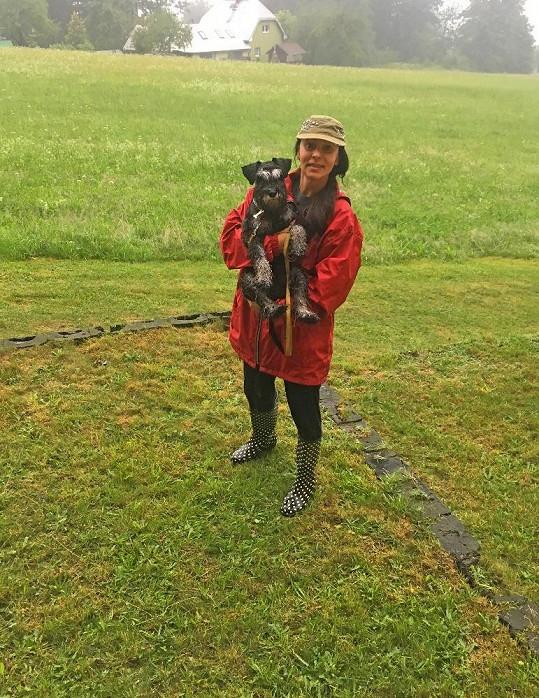 Heidi s ním vyrážela na procházky i v dešti.