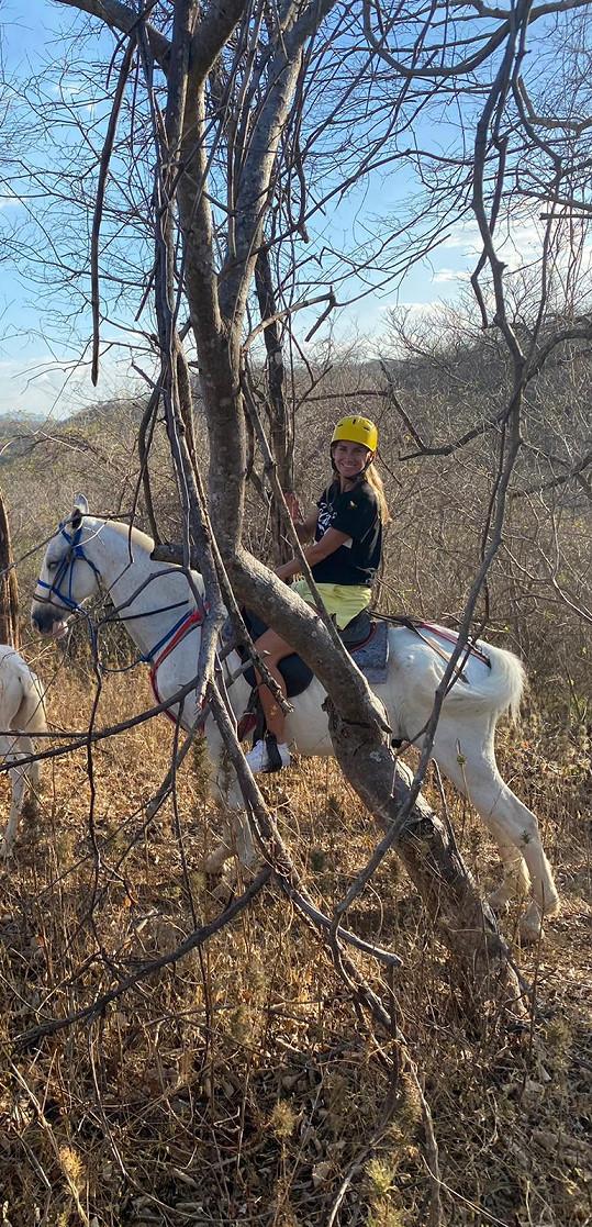 Se syny absolvovali projížďku na koních pralesem.