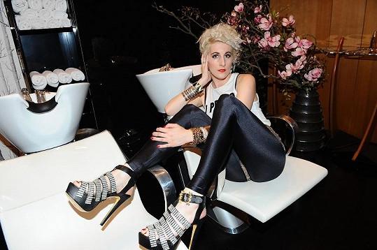 Klára a její neuvěřitelné boty.