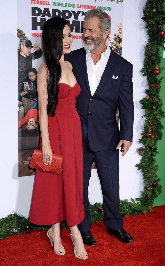 Mel Gibson vypadá čím dál lépe.