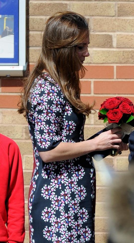 Na Kate je konečně pořádně vidět, že očekává potomka.