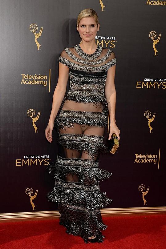 Na Creative Arts Emmy Awards před necelým čtvrt rokem měla ještě velmi odvážné šaty.