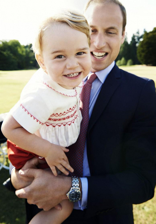 Princ George na novém snímku s otcem Williamem