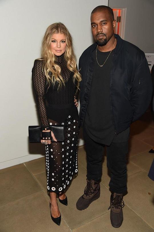 Osamocené zpěvačky se na akci ochotně ujal Kanye West...