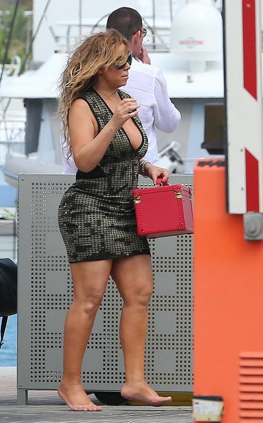 Mariah loni v červenci měla ještě o hezkých pár kilo navíc.