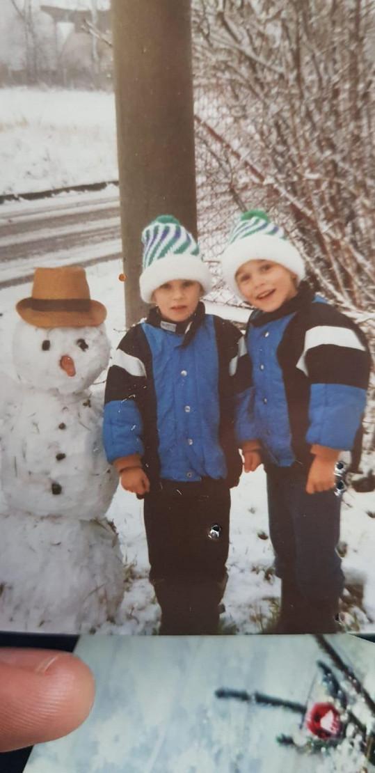 Roman (vpravo) s dvojčetem Jakubem