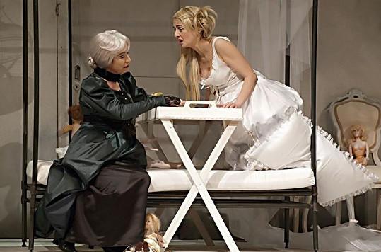 Veronika Žilková hrála s Hanou Maciuchovou v Divadle na Vinohradech.