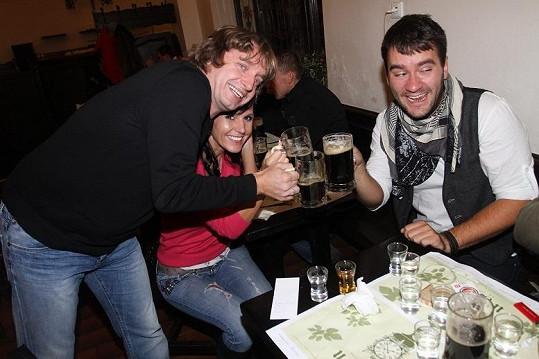 Piva a panáků si užíval na narozeninové oslavě i Marek Ztracený.