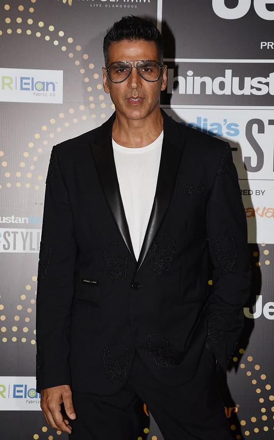 Bollywoodská hvězda Akshay Kumar si také přišel na miliardu. Vydělal 1 075 972 500 korun, a to hlavně díky novému projektu pro Amazon Prime.