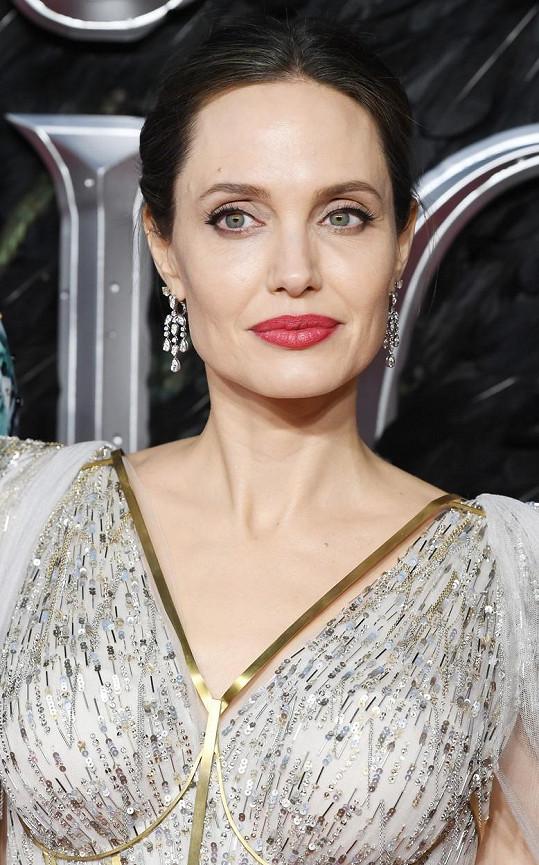 S Angelinou Jolie to prý ani nepohnulo.