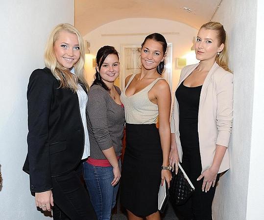 Spolu s Patricií Solaříkovou ze seriálu Ulice a s finalistkami reality show Hotel Paradise křitila Jitka knihu s dietními recepty.
