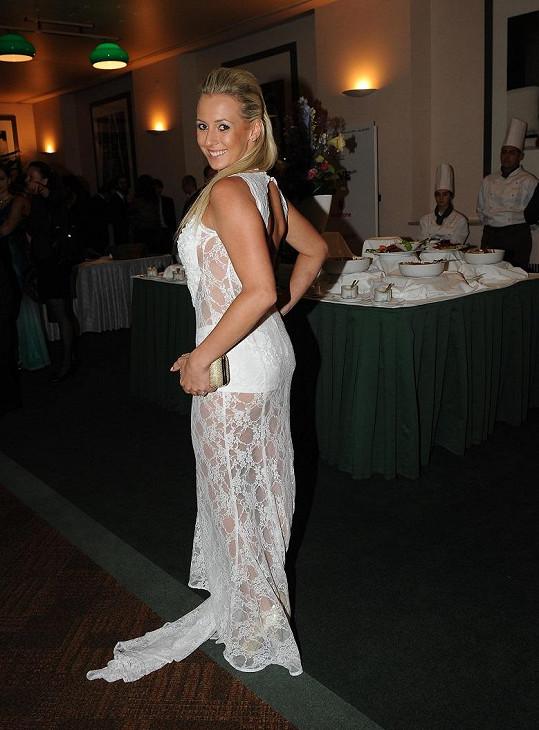 Veronika Sasková v průhledné krajce.