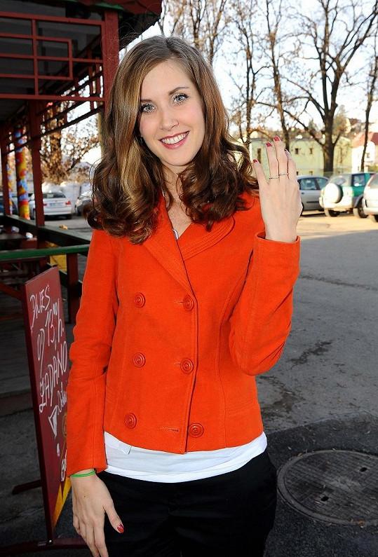 Jana Bernášková se pochlubila zásnubním prstenem.