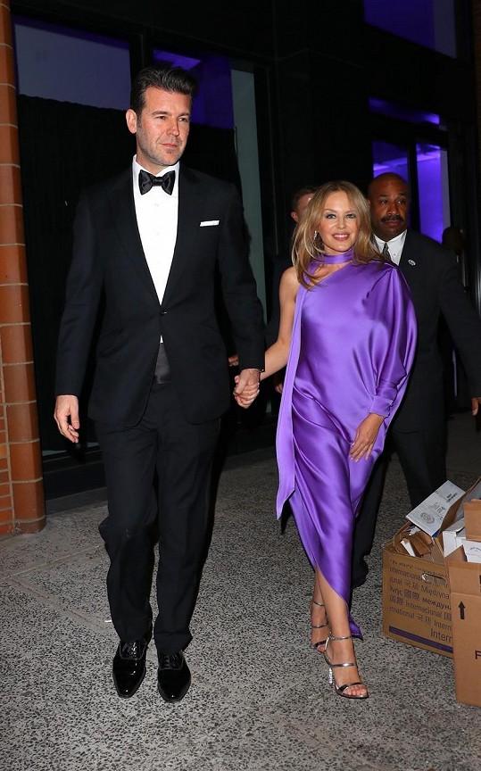 Kylie je zasnoubená s Paulem Solomonsem.
