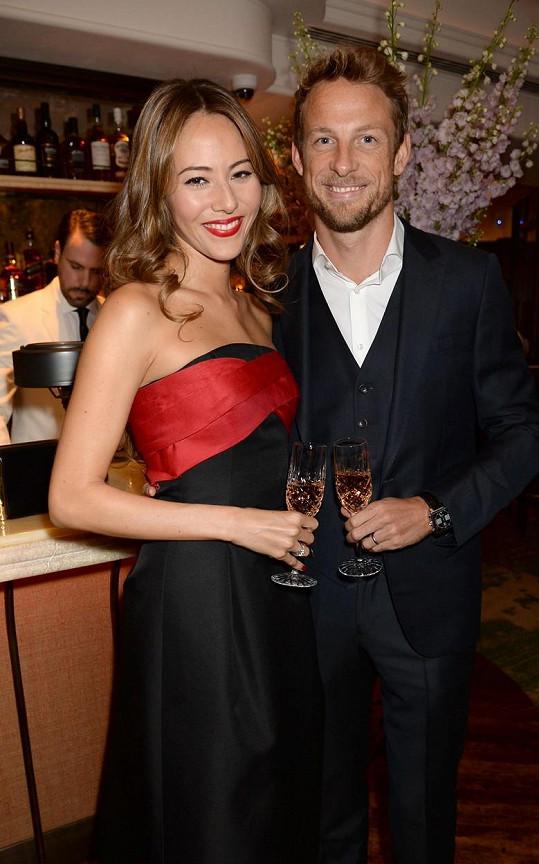 Jenson Button a jeho žena se stali oběťmi loupeže.
