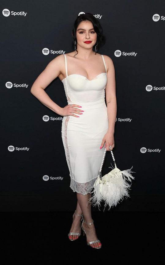 Ariel Winter na večírku k ukončení seriálu Taková moderní rodinka. V šatech ve stylu negližé vypadala skvěle.