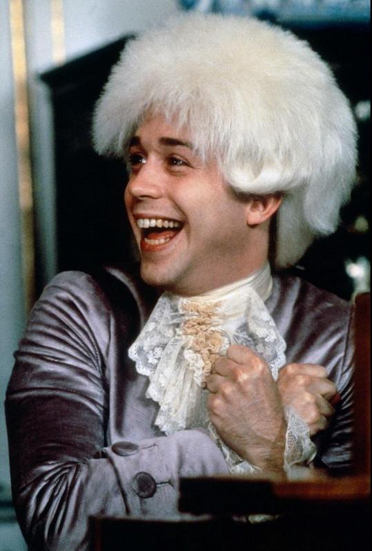 Jako geniální Mozart ve snímku Amadeus