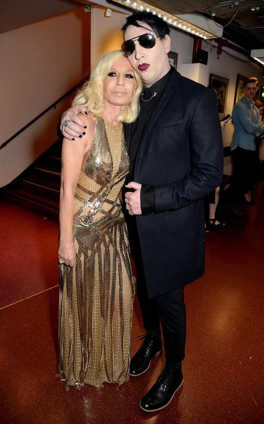 Vedle Marilyna Mansona Donatella zkrásněla.