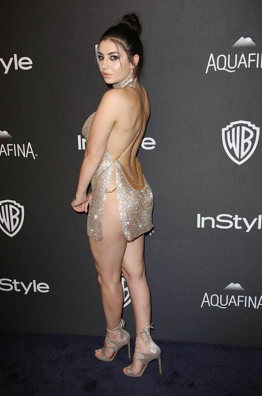 Na večírek už mohla rovnou přijít nahá.