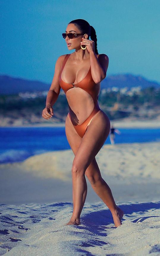 Kim Kardashian se ukázala na pláži v Mexiku.