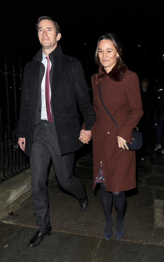 Pippa Middleton čeká s manželem Jamesem Matthewsem druhé dítě.