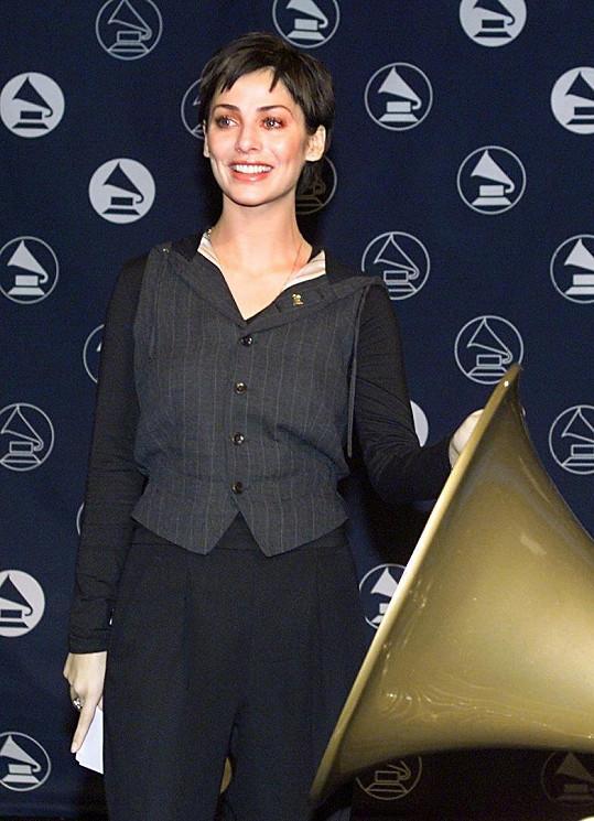 Natalie Imbruglia v roce 1999 na udílení cen Grammy