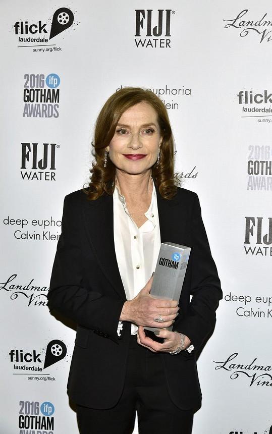 Isabelle Huppert zíkala cenu za hlavní roli ve filmu Elle.