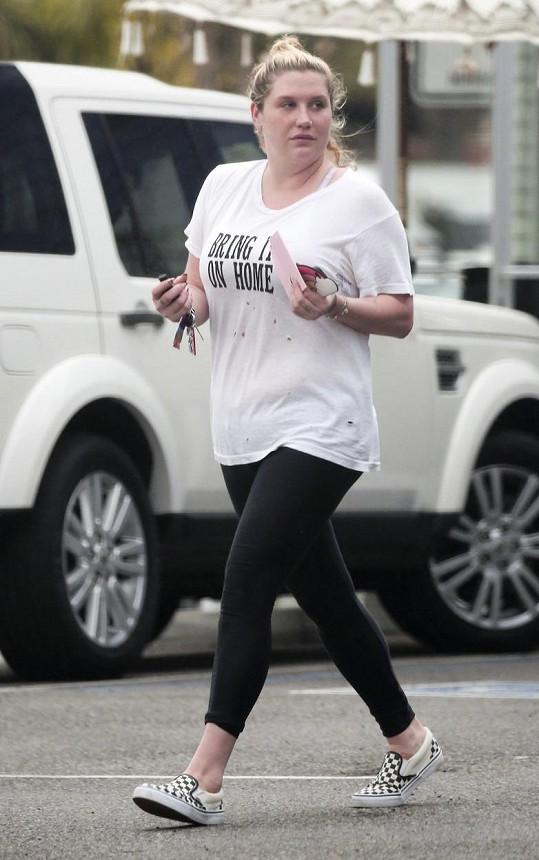 Kesha pořádně přibrala.