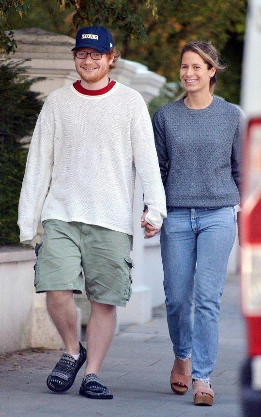 Ed Sheeran se měl oženit s Cherry Seaborn už před Vánoci.