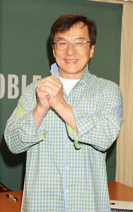 Na 10. místě se umístil Jackie Chan s výdělkem 887 400 000 korun.
