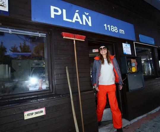 Alena Šeredová jezdí na lyžích, ale vyzkoušela i snowboard.