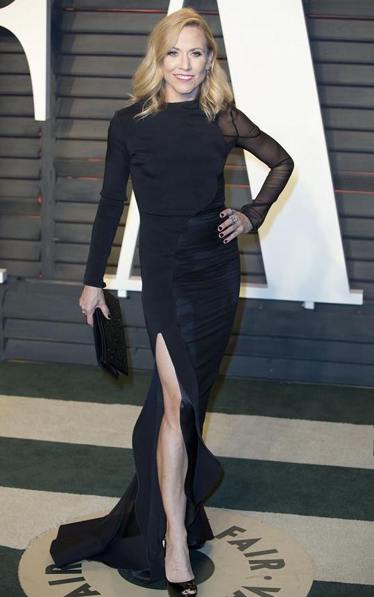 Sheryl Crow zvolila černé šaty s vysokým rozparkem.