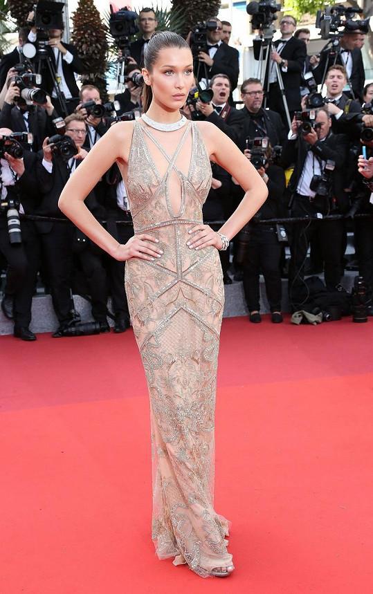 V této róbě oslnila na zahájení festivalu v Cannes.