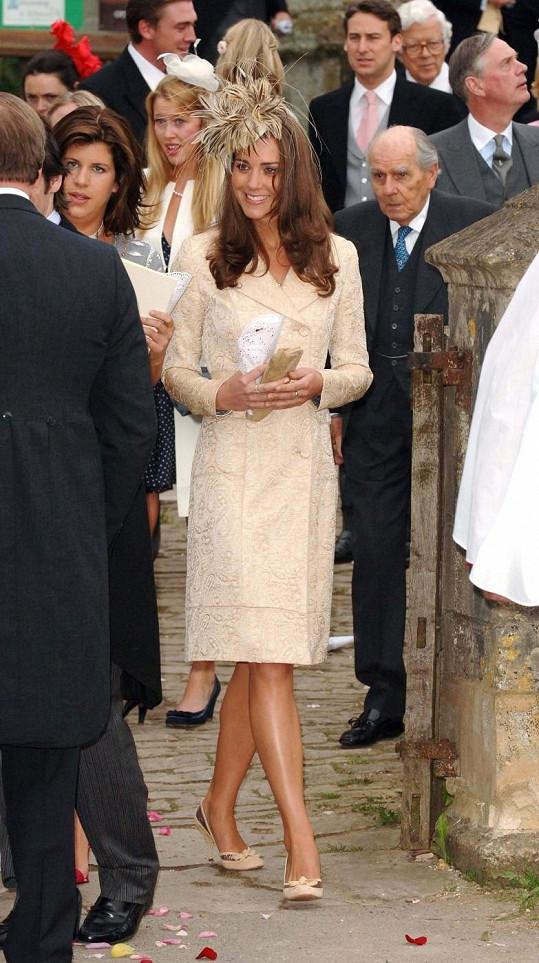 Kate Middleton na svatbě Laury Parker Bowles v roce 2006.