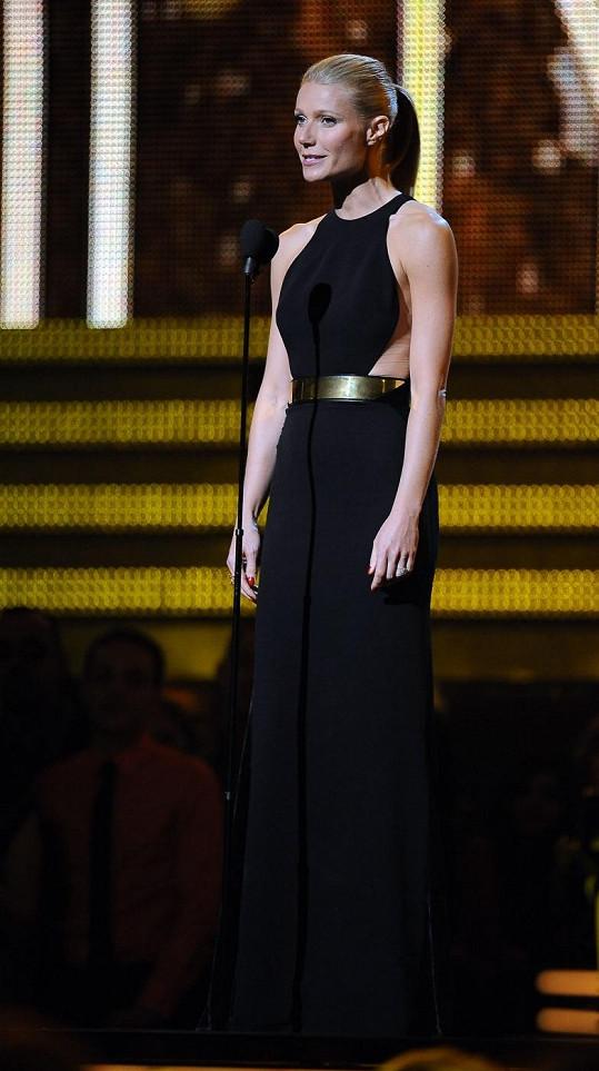Šaty od Stelly McCartney, které si Gwyneth Paltrow oblékla na udílení cen Grammy, si vtipně pohrávají se siluetou těla.