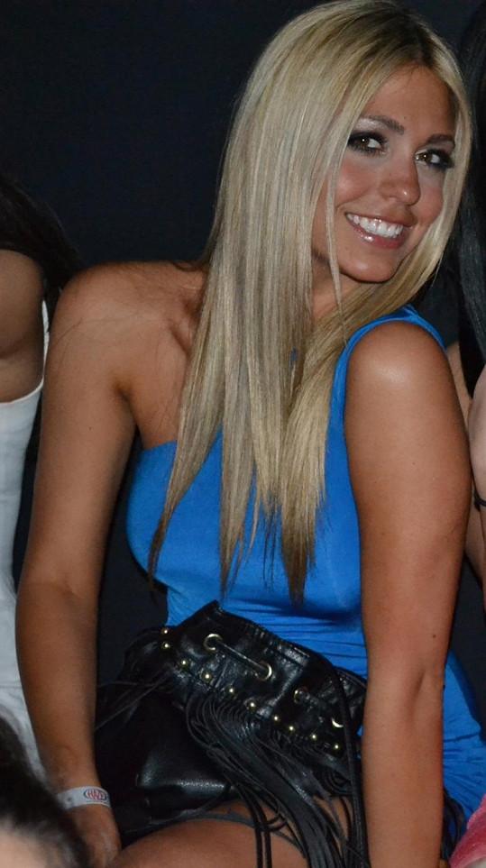 Tahle blondýnka nejspíš stojí za definitivním krachem manželství Ashtona Kutchera a Demi Moore.