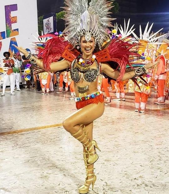 Takhle zářila na karnevalu v Riu.