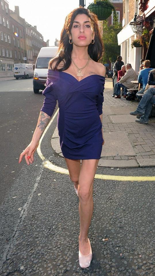 Amy Winehouse půl roku před svým odchodem na věčnost.