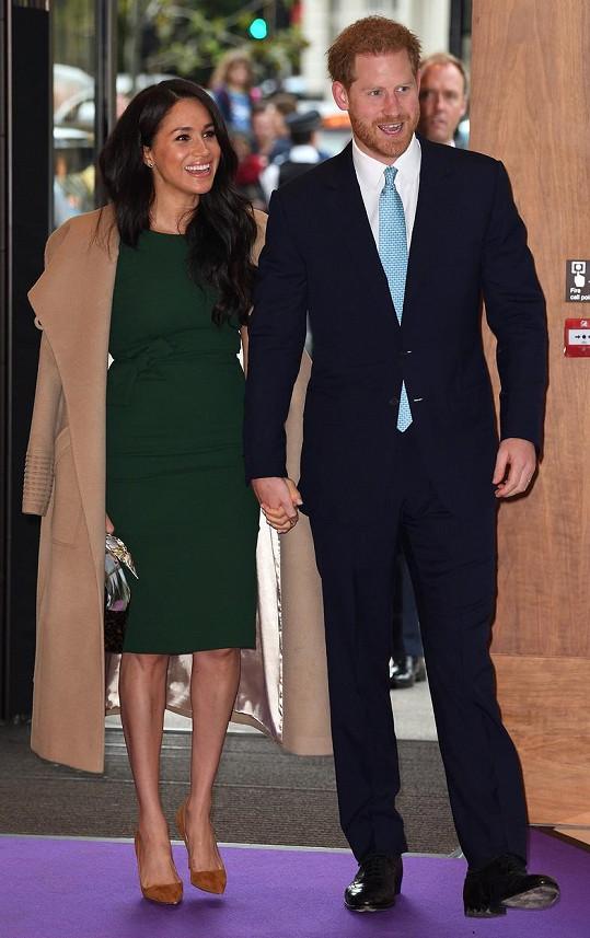 Na předávání cen princ Harry dorazil s manželkou Meghan.